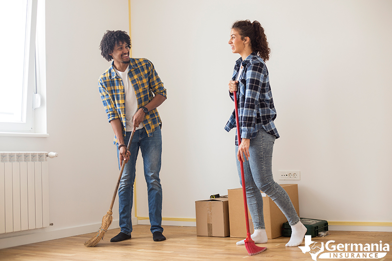 Couple cleaning their apartment to get their security deposit back.